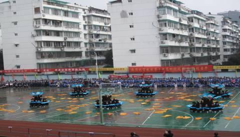 校运会开幕式上初中部文体表演