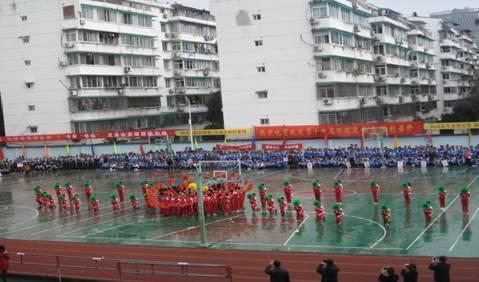 校运会开幕式上小学部文体表演